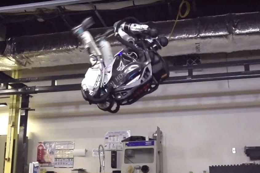 Video: The Atlas Robot Shows Off Its Backflip Skills 2