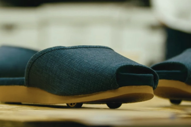 Video: Nissan Makes Self-parking-slippers 1