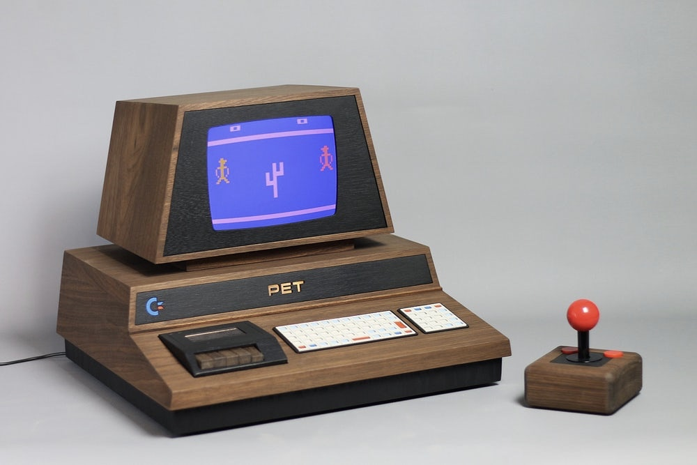 Video: Hand-crafted Computer Pays Tribute To The Dawn Of Computers 1