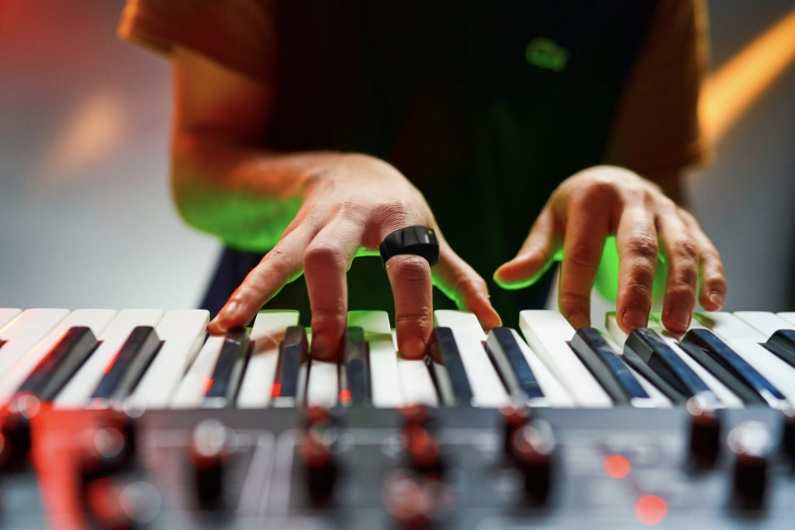 Video: This gadget allows you to make music 1