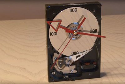 Video: Turn A Hard Drive Into A Clock!