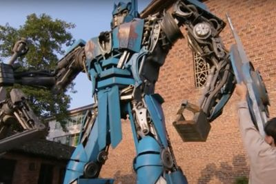 Video: From Trash To Actual Transformers!