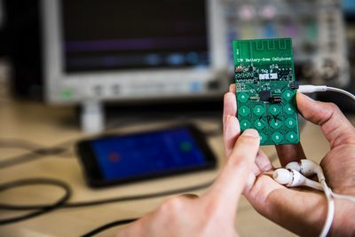 Video: Futuristic Battery-free Cellphone Is Still A Concept, But It Works!