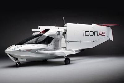 Video: The Icon A5 Aircraft Features Foldable Wings!