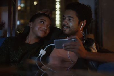 Video: New Samsung Ad Takes On Apple's Loyal Customers