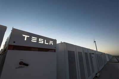 Tesla Launches Biggest Lithium-ion Battery Set In South Australia