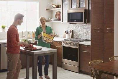 Video: A Smart Oven That Works With Alexa And Yummly