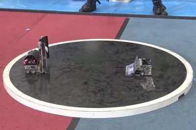 Video: A Quick Look At The Japanese Robot Sumo-wrestlers