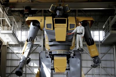 This Guy Has Built The World's Largest Robot