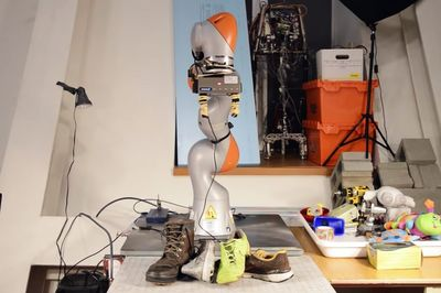A Robotic Arm Has Taught Itself How To See Objects