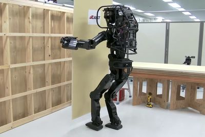 This Is A Robot That Can Install Walls...