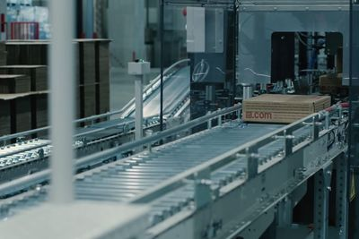 This Warehouse Replaced 90% Of Its Staff With Robots