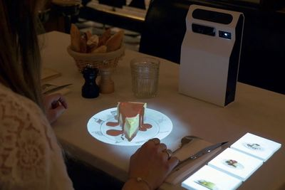 An Augmented Reality Interface That Visualises A Menu In 3D