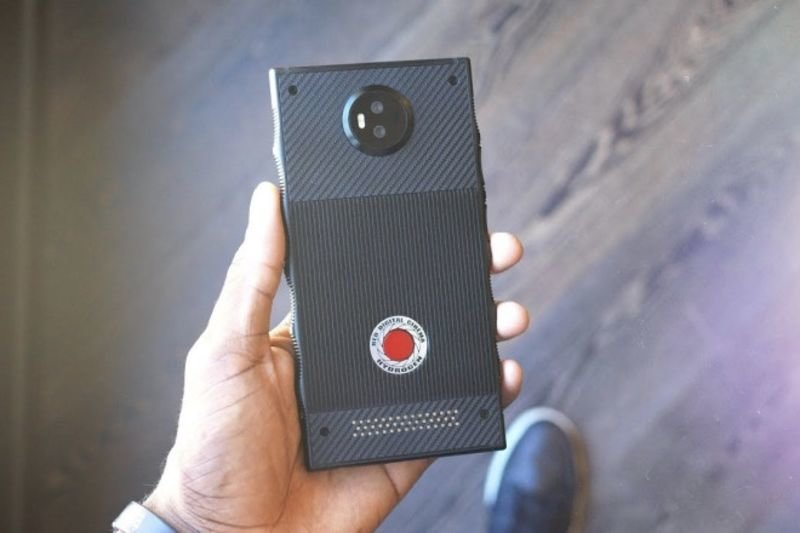 Video: The Mysterious Red Hydrogen One Smartphone Is Here! 1
