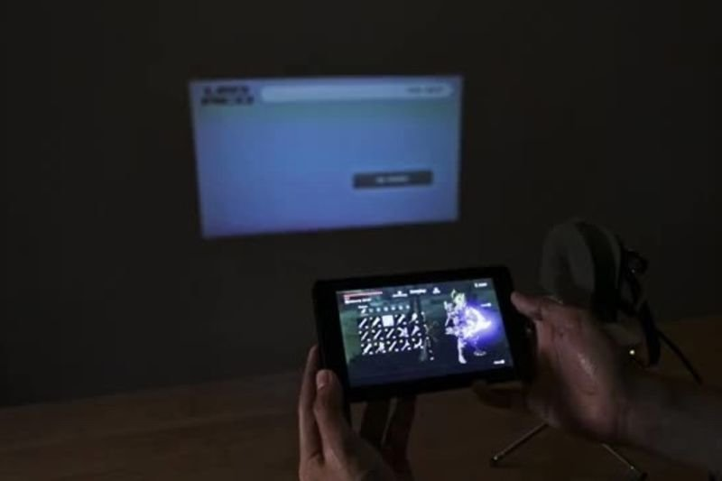 Video: Make Your Nintendo Switch A Portable Projector! 1