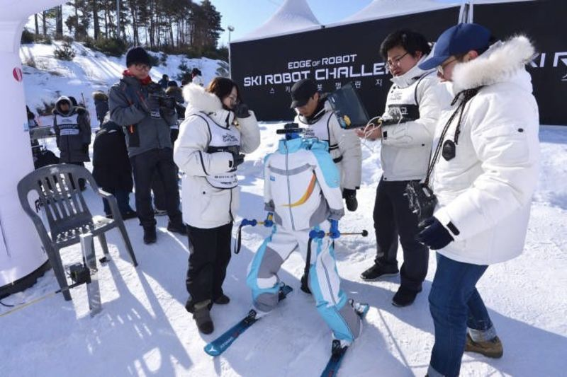 Video: Robots Compete In Their Own Ski Tournament 1