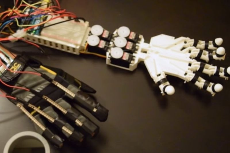Video: Student Creates A Robotic Hand Controlled By His Hand Movements 1