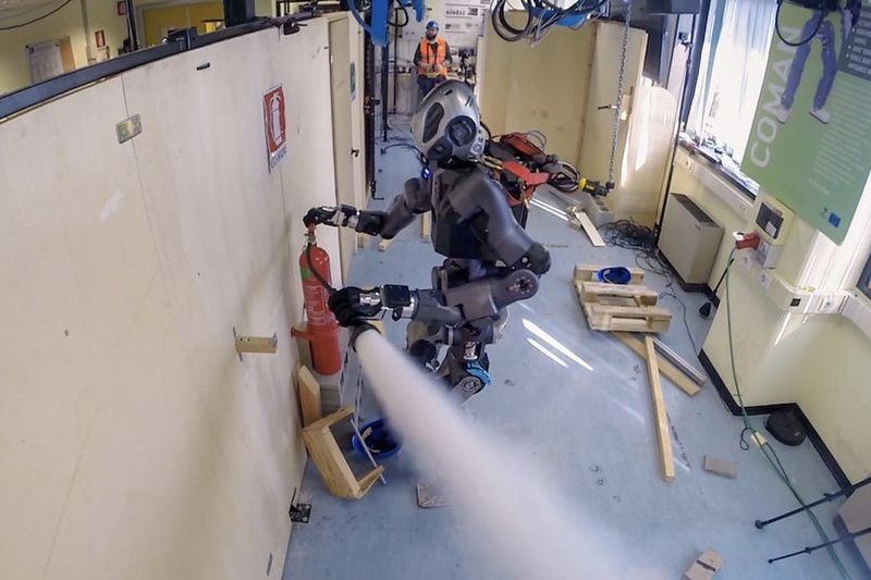 Video: Latest Firefighting Robot Gets Put To The Ultimate Test 1