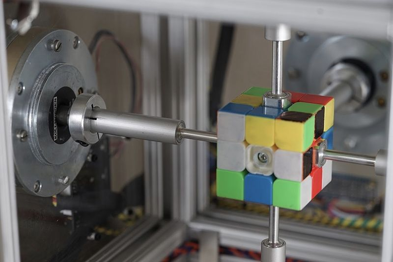 Video: This Robot Solves A Rubik
