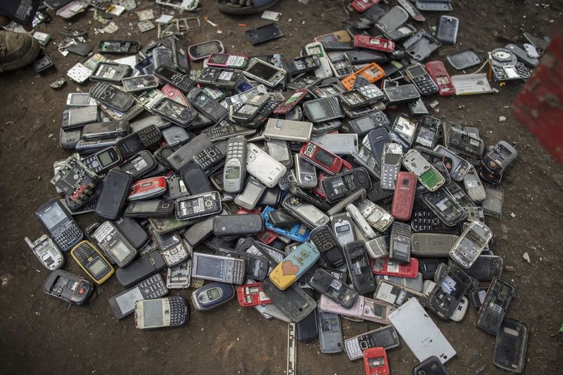 The Metal in a Smartphone is a Waste to the Environment 1